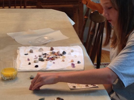 Lincoln Caverns and Whisper Rocks: My niece playing with the gems she panned for at the caverns.
