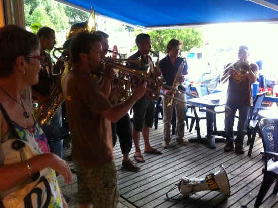 Hotel le Marin: Impromptu band played for the delighted guests on the breakfast terrace