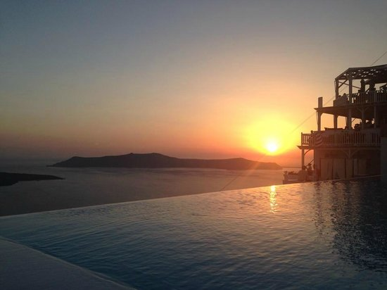 Cosmopolitan Suites Hotel: View of Sunset