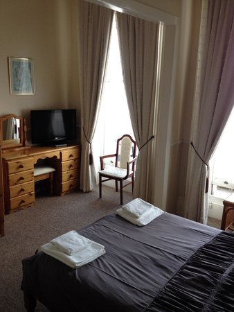 Premier Hotel: Inside the room