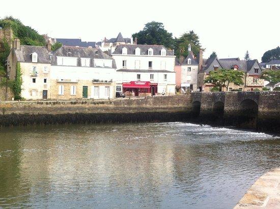 Hotel le Marin : Port of Saint Goustan looking to Auray: easy stroll away