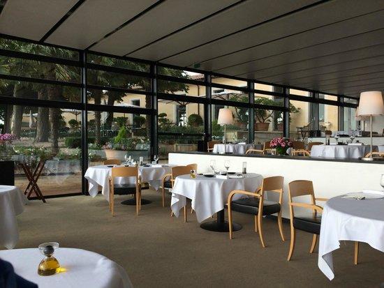 Restaurant Le Saint-James Relais & Chateaux : View inside the restaurant