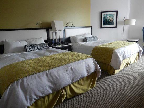 The Hollis Halifax - a DoubleTree Suites by Hilton: Separate bedroom