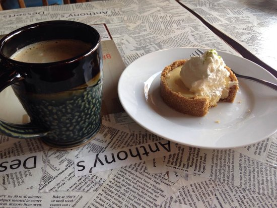 Anthony's Desserts : Key lime pie&coffee
