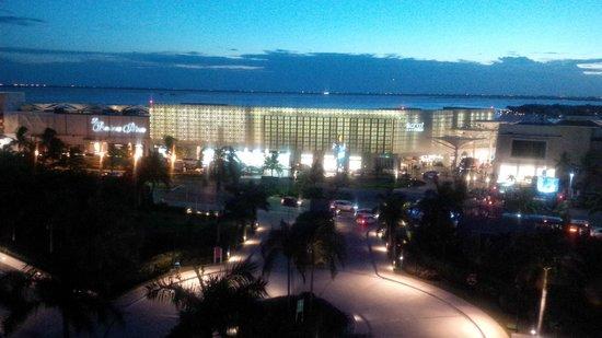 The Westin Lagunamar Ocean Resort: View of public area (shopping center).