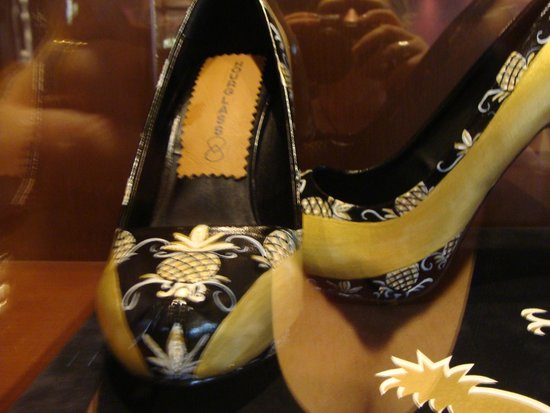 The Maxwell Hotel - A Staypineapple Hotel : A pair of pineapple shoes displayed in the foyer
