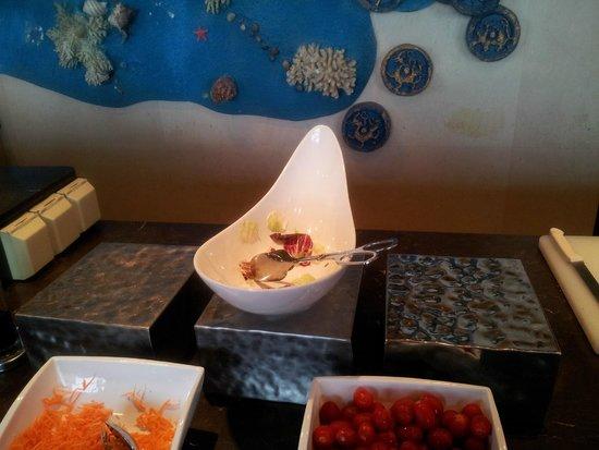 China National Convention Center Grand Hotel: No salad at breakfast