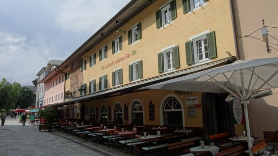 Goldener Bar : Nice outdoor seating area  but poor service and food