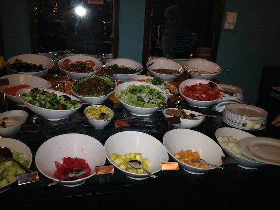 Flora Park Deluxe Hotel Apartments: Fruits Buffet