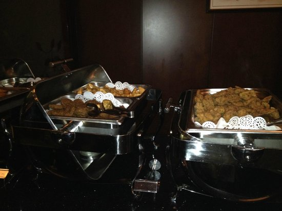 Flora Park Deluxe Hotel Apartments: Buffet dishes