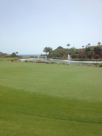 Anfi Tauro Golf: view from green side of lake