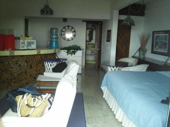 Casa Anita y Corona del Mar: habitación con salita, comedor, cocineta, baño y terraza
