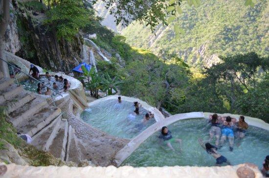 Tolantongo Caves: Pozas de agua termal a la orilla de la barranca