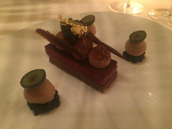 Le Cinq : Chocolate ingot. Light as a feather but packing a flavour punch