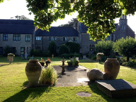 Stanton Manor Hotel: Looking beautiful in the early morning sunshine