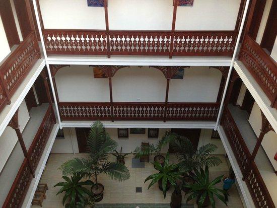Maru Maru Hotel: Inner Courtyard