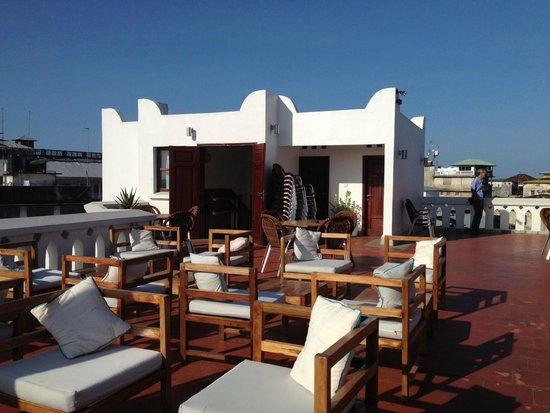 Maru Maru Hotel: Rooftop Bar and Restaurant