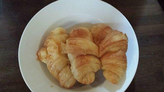 Morgan's Tavern & Grill: Honey glazed croissants