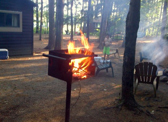 Chocorua Camping Village: Wood-fired BBQ Grill