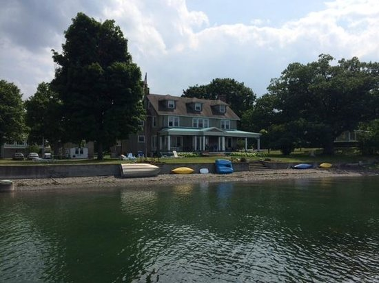 Driftwood Inn Bed and Breakfast: Driftwood Inn from the water