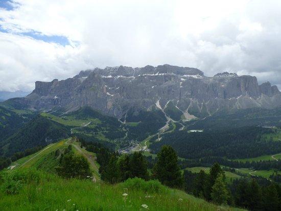 Hotel Adler Dolomiti Spa & Sport Resort: view from the balcony