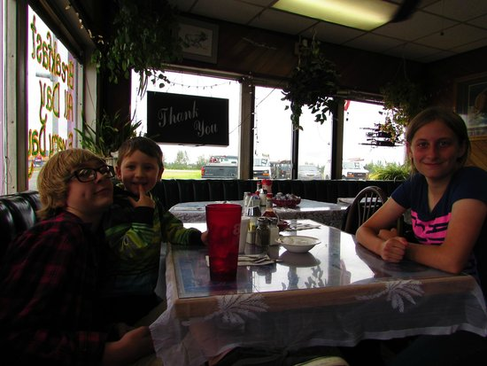 Peggy's Restaurant: My boys and neice getting ready to have lunch.