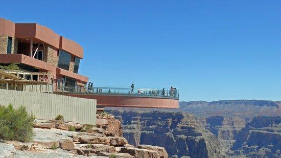 Grand Canyon Skywalk: long way down