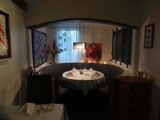 Europa Inn & Restaurant: A circular nook in the dining room