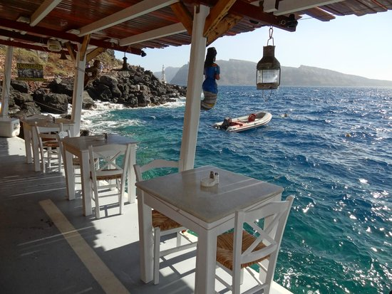 Dimitris Ammoudi Restaurant : This is the best restaurant in Ammoudi bay for sure!!!