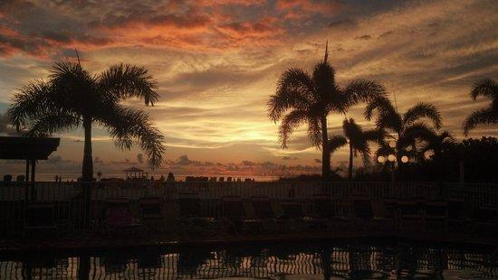 Plaza Beach Hotel - Beachfront Resort: Sunset
