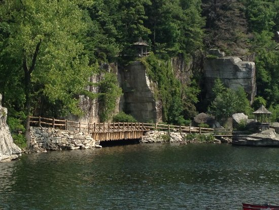 Mohonk Mountain House : Lovely lakeside view