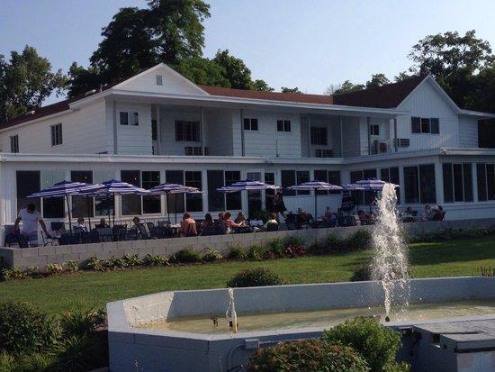Buzz's Lakeside Inn Restaurant: Buzz's Lakeside Inn
