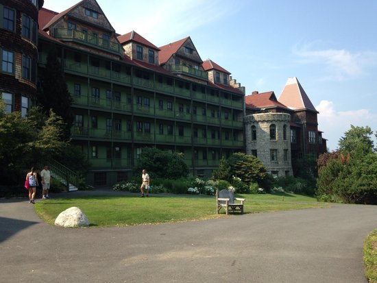 Mohonk Mountain House: Old work style elegance
