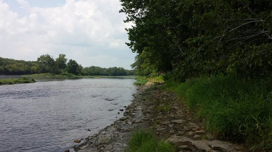 Kankakee River State Park: Look up stream