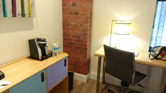 NYLO New York City : Desk, dresser area of queen superior guestroom