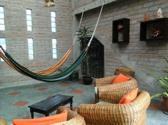 La Floresta Hotel: zona de estar del primer piso