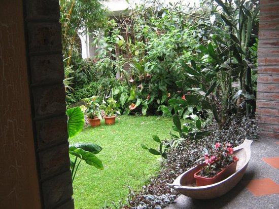La Floresta Hotel: jardín