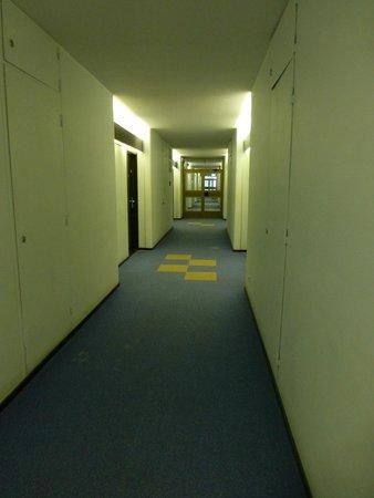 Park Inn by Radisson Pribaltiyskaya St Petersburg: Hallway leading to the rooms