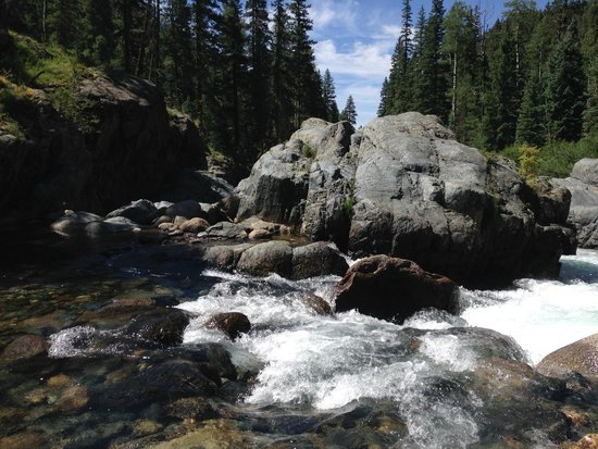 Elk Point Lodge & Cabins: Vallecito Creek Trail