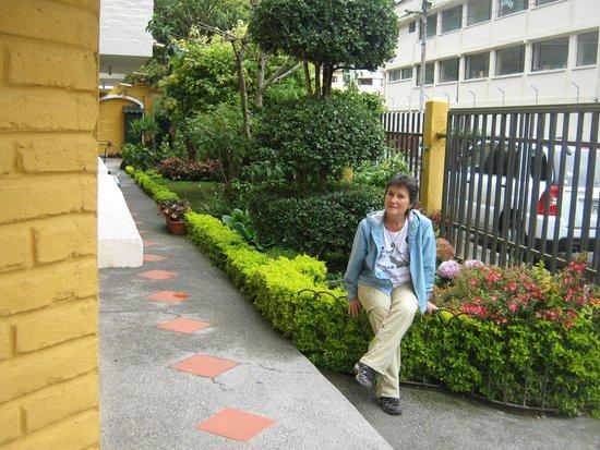 La Floresta Hotel: jardín de entrada