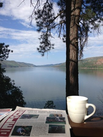 Elk Point Lodge & Cabins: Lake Vallecito from the property