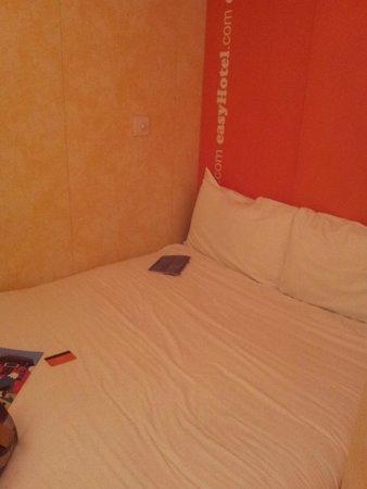 easyHotel London Earls Court: Il letto nella stanza singola