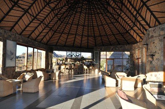 Matobo Hills Lodge: Pub and lounge area