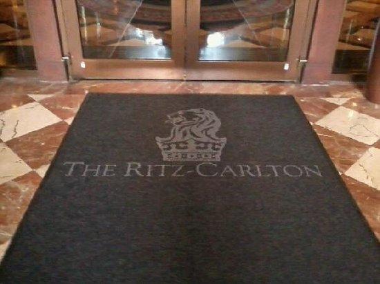 The Ritz-Carlton Coconut Grove, Miami: The Entrance