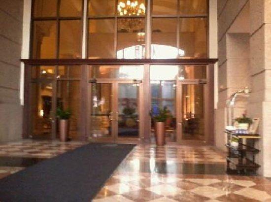 The Ritz-Carlton Coconut Grove, Miami: Entrance