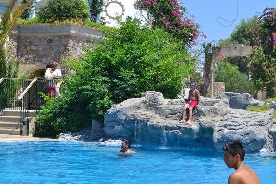 Royal Asarlik Beach: Relax taraftaki havuz