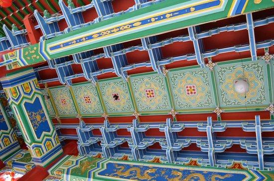 Thean Hou Temple: Deckenansicht