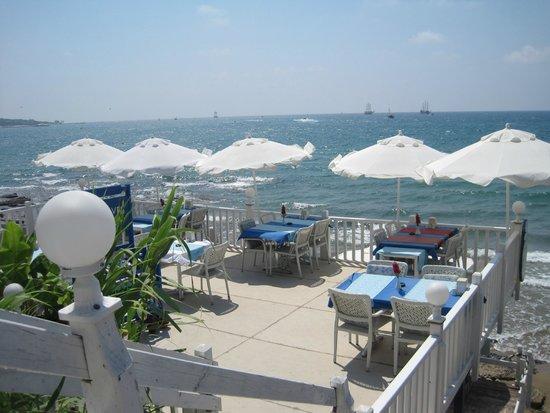 Soundwaves Restaurant: Här äter man till ljudet av rogivande vågor