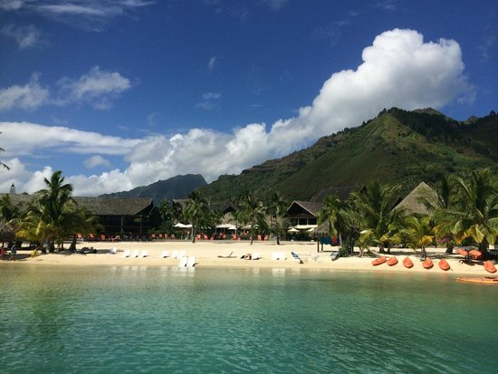 InterContinental Moorea Resort & Spa: View from Lagoon of Hotel