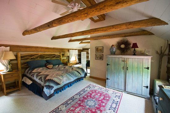 Lydia Mountain Cabins: Master bedroom
